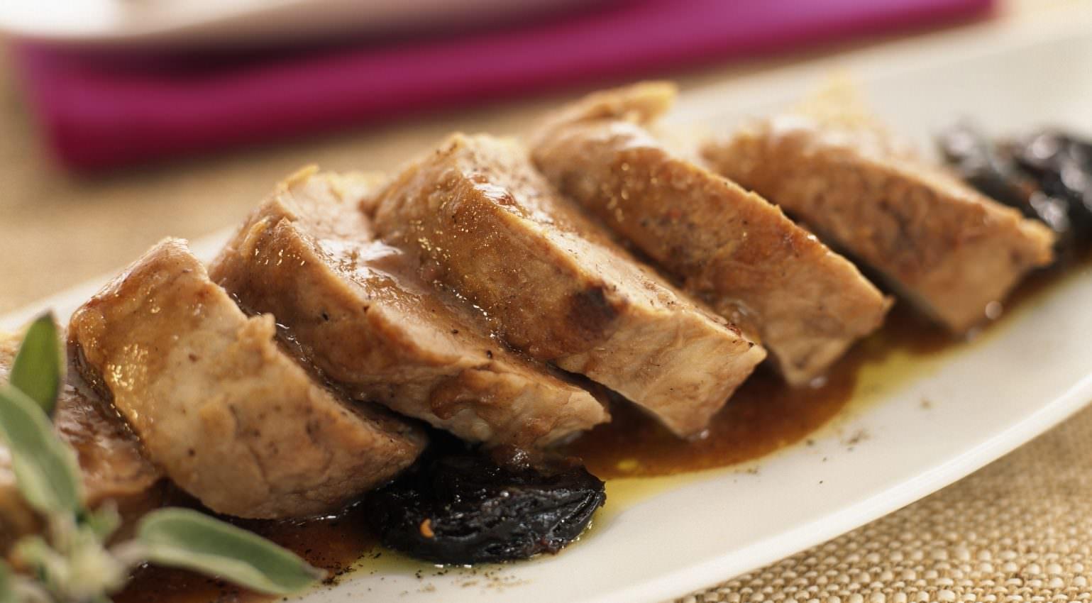 filet mignon de veau aux pruneaux un classique des recettes sal s sucr s les recettes de cuisine. Black Bedroom Furniture Sets. Home Design Ideas