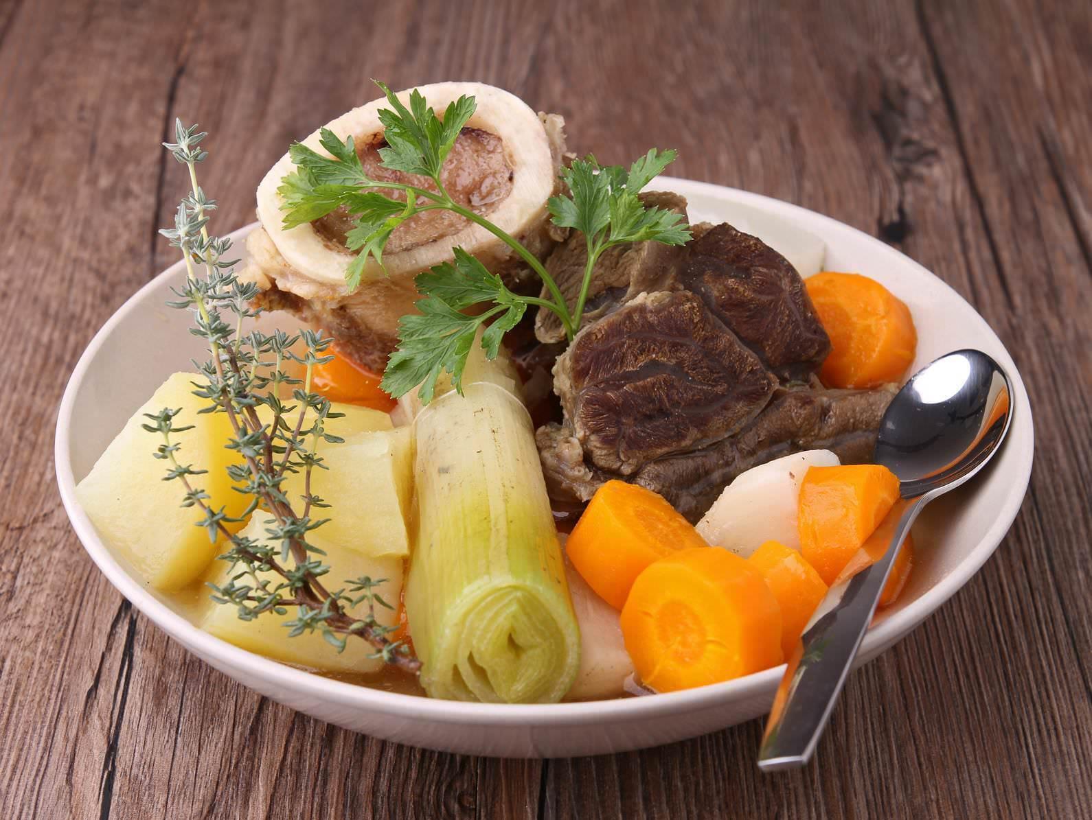 pot au feu le plat unique automne hiver classique de la cuisine fran 231 aise les recettes de