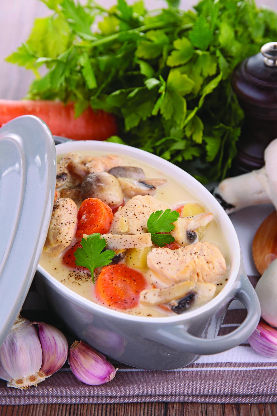 blanquette de poulet aux champignons une d clinaison plus conomique de la c l bre recette les. Black Bedroom Furniture Sets. Home Design Ideas