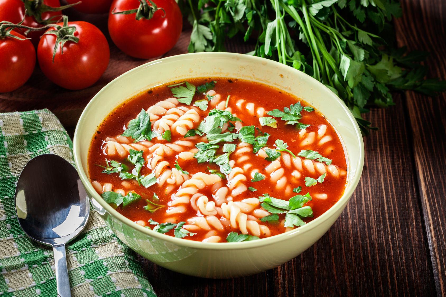 potage de tomate une d licieuse soupe repas d 39 hiver servir bien chaude les recettes de cuisine. Black Bedroom Furniture Sets. Home Design Ideas