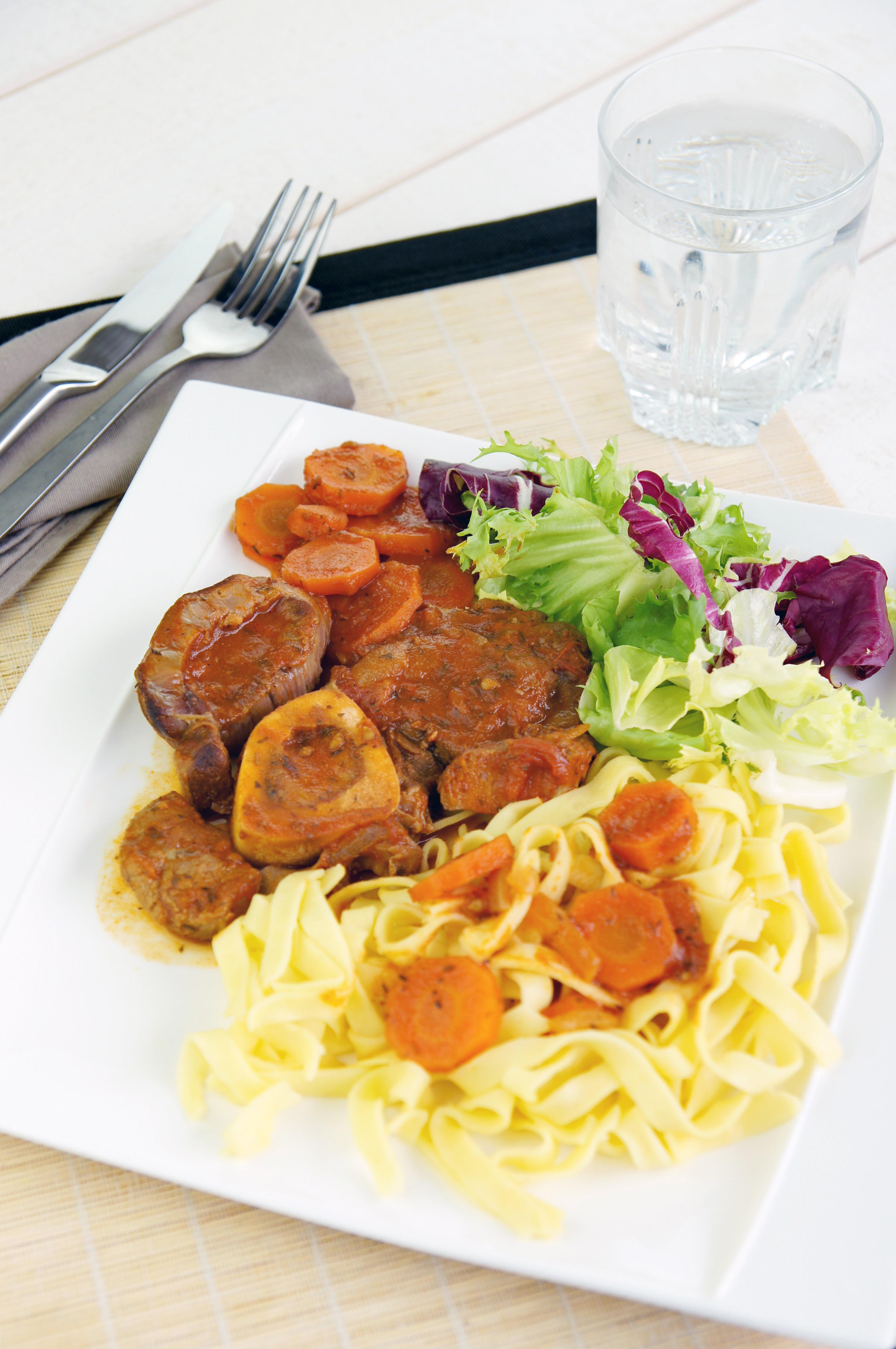 Osso bucco un grand classique de la cuisine italienne servir avec des tagliatelles fra ches - Grand classique cuisine francaise ...