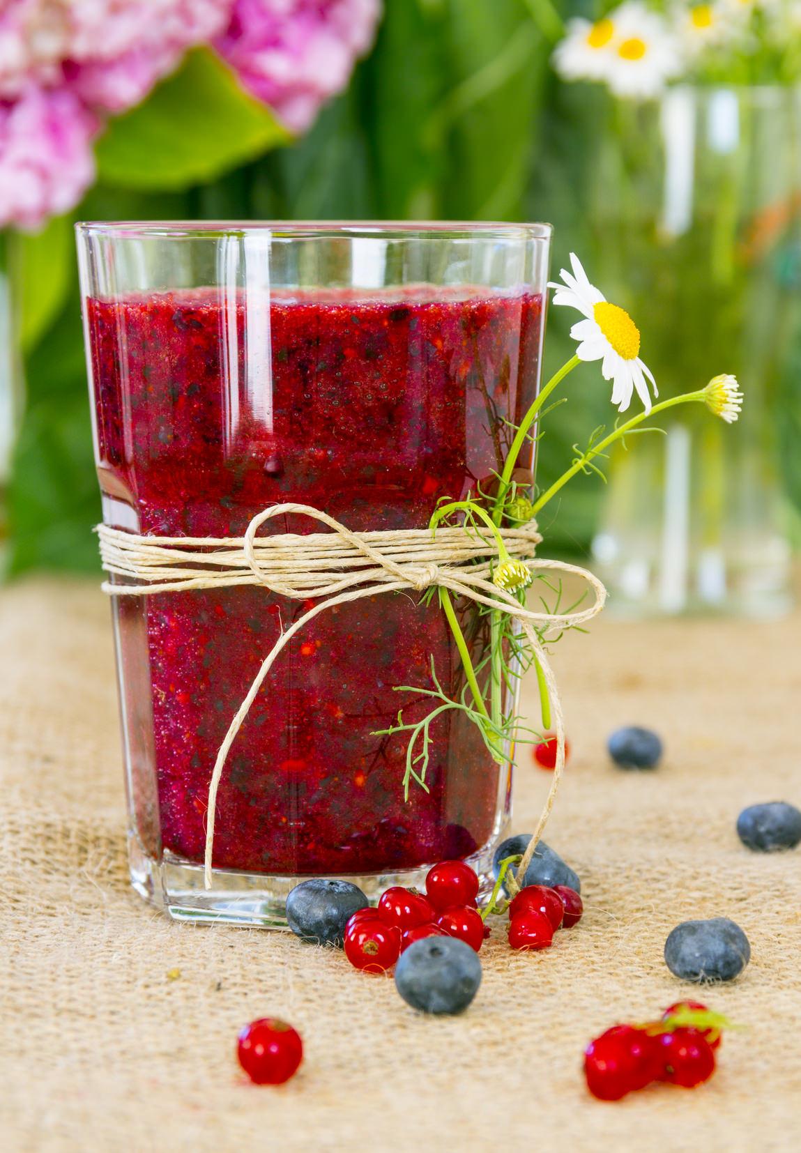 smoothie aux fruits rouges une recette pleine de peps de. Black Bedroom Furniture Sets. Home Design Ideas