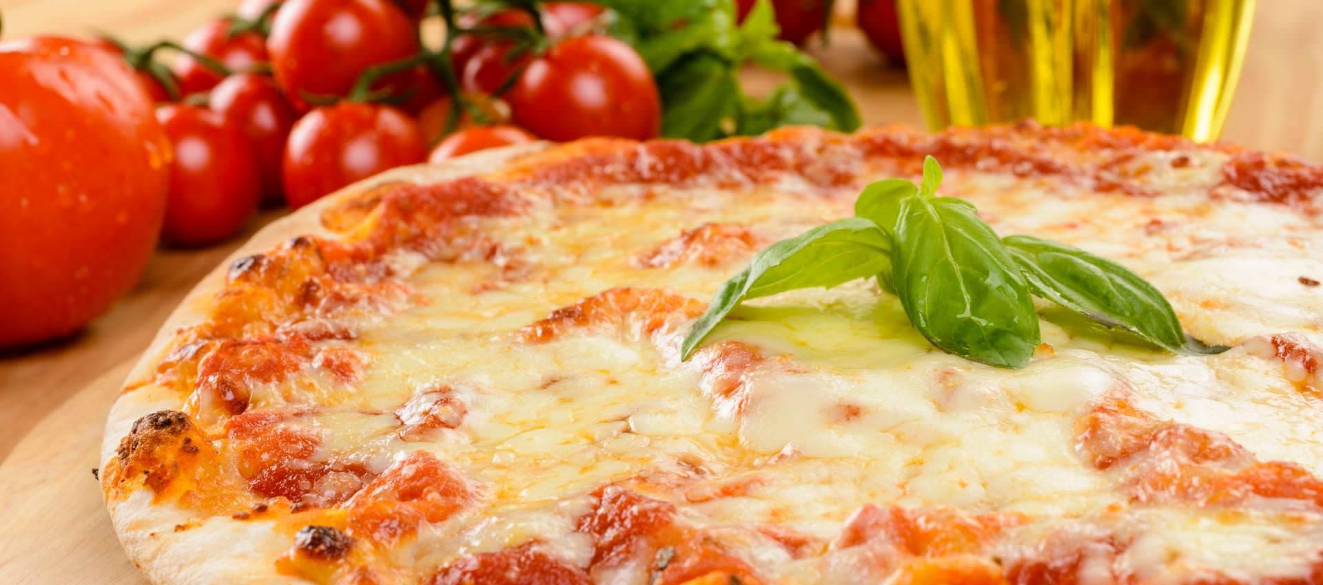 Recette de la pizza margherita recette italienne recette pizza margherita pate pizza tomate - Recette pate a pizza italienne fine ...