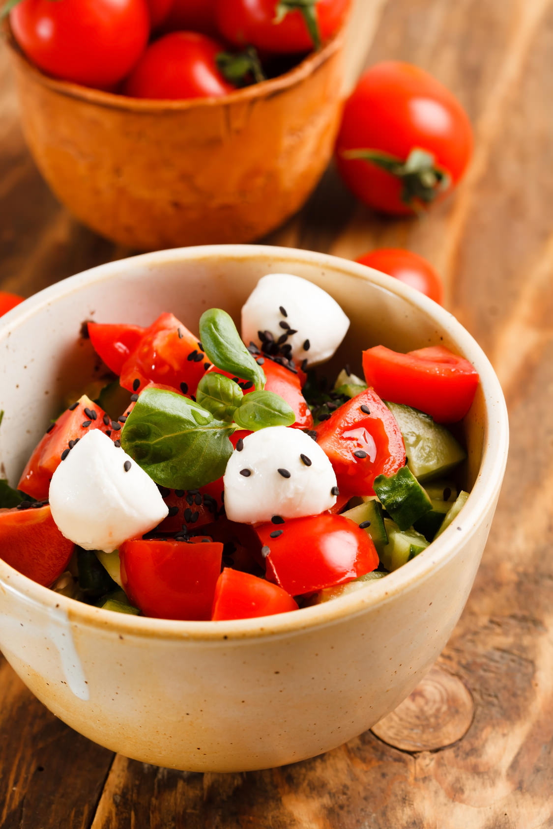 Salade de tomates concombre mozzarella une salade toute simple l gere rafraichissante les - Salade de tomates simple ...