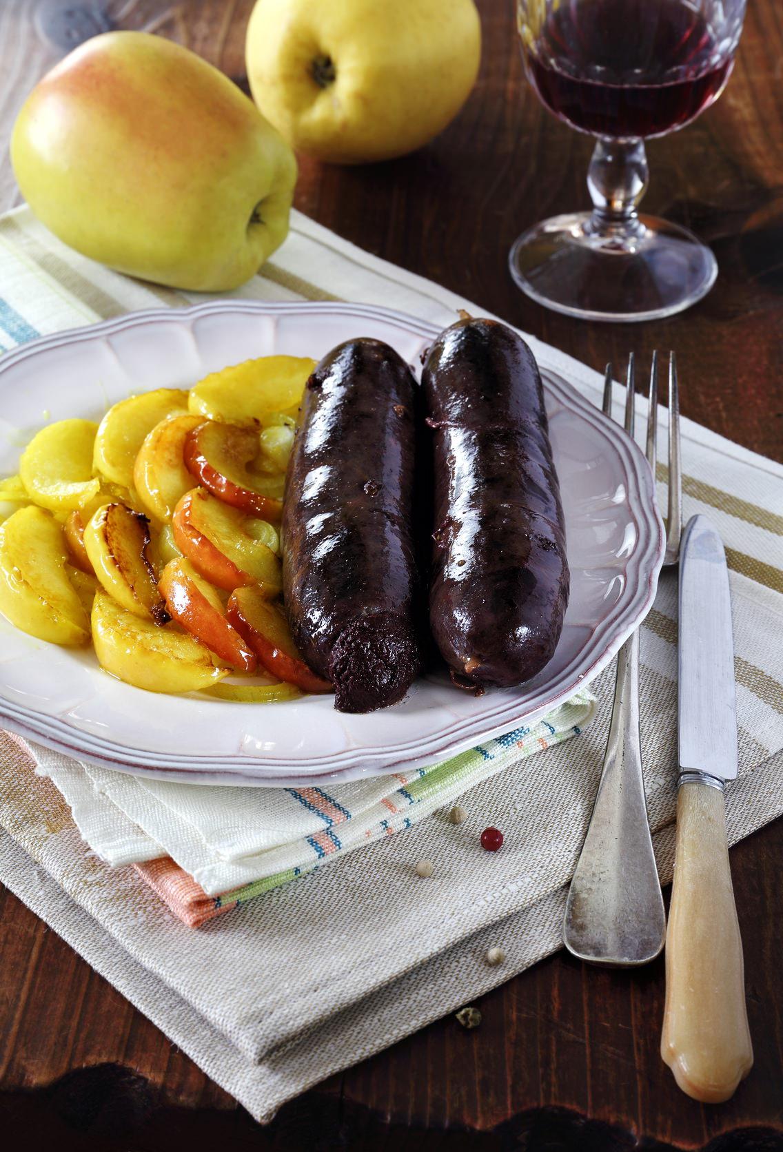 Boudin noir aux pommes un grand classique sal sucr de la cuisine fran aise les recettes de - Grand classique cuisine francaise ...