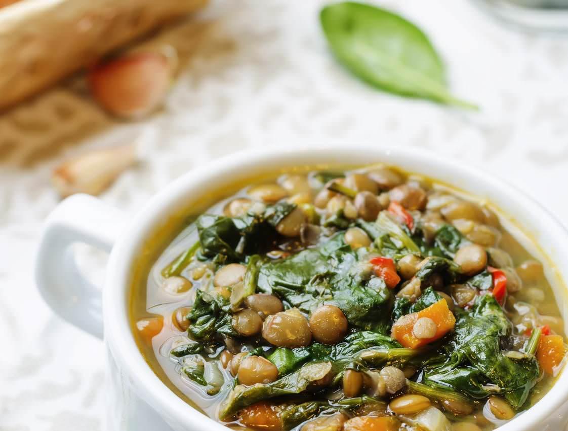 Soupe d'épinard et de blettes aux lentilles une délicieuse