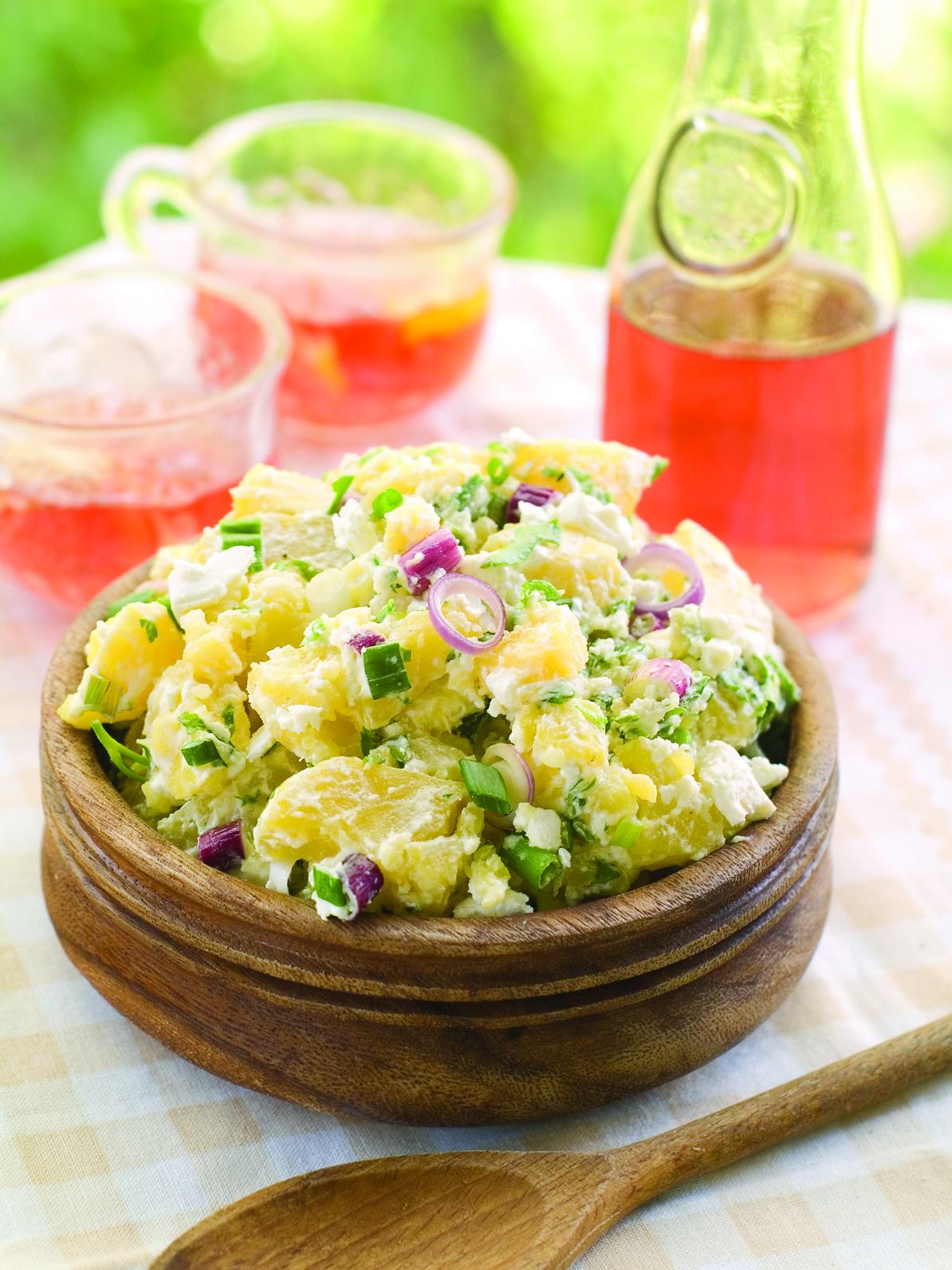 salade de pommes de terre une recette de salade id ale pour les vacances pique nique et. Black Bedroom Furniture Sets. Home Design Ideas